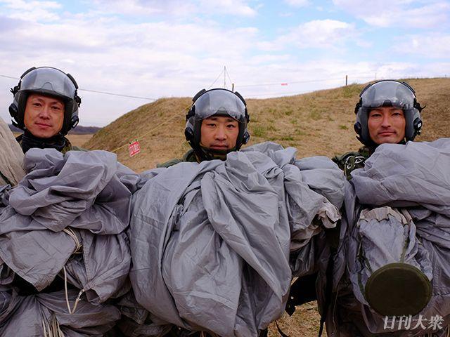 陸上自衛隊×グリーンベレー「厳戒の降下訓練」に密着の画像001