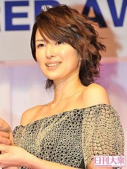 """吉瀬美智子、離婚発表でファンが""""異変察知""""!?「疲れた雰囲気だなぁと思ってたら……」"""