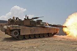 「ガンタンクVSエイブラムス戦車」もし戦ったら勝つのはどっち?