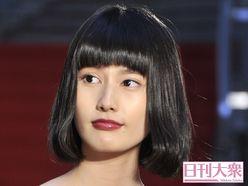 橋本愛「ロマンポルノ通い・NHK大河・超絶歌唱」の「三面鏡」魅力