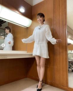 """倉科カナ、""""膝上10cm超え""""のミニスカ姿にファン歓喜!!「えぐい!」「最高かよ」"""