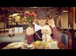 YOSHIKI、愛犬とのほほ笑ましいランチ動画に「我が子みたい」の声も