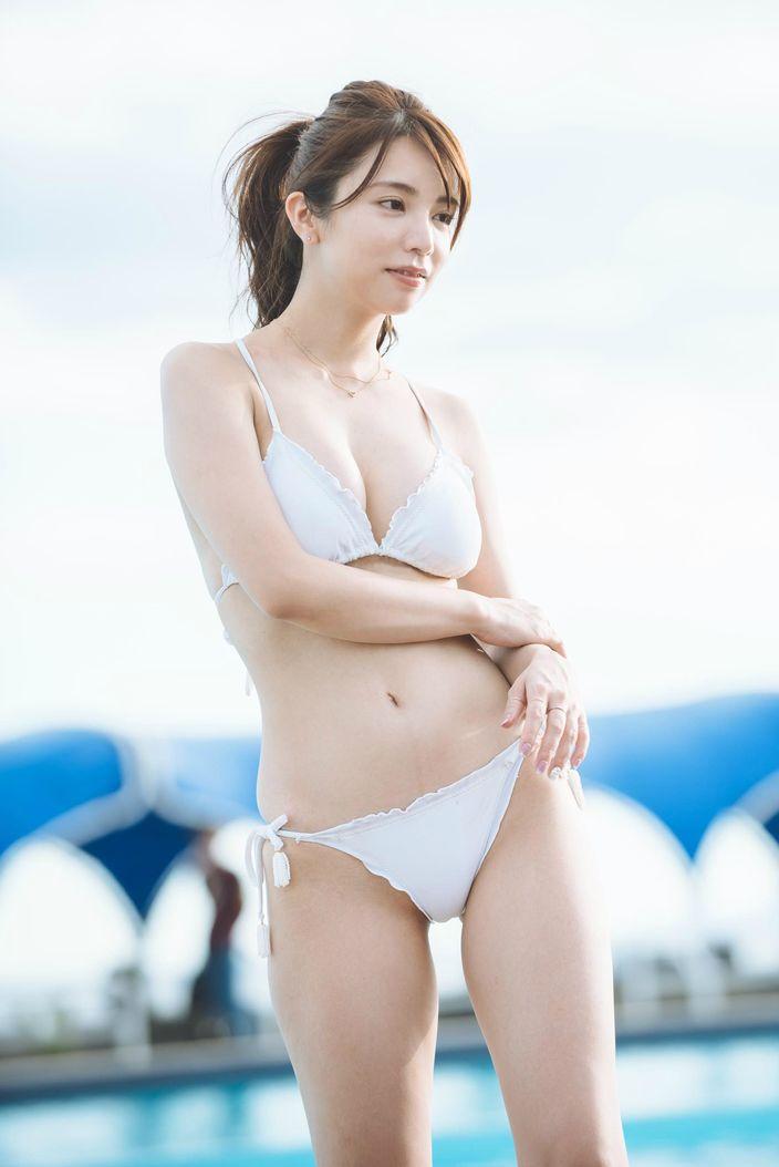 仲村美海、期待の大型新人が見せたフレッシュな白肌!【写真24枚】