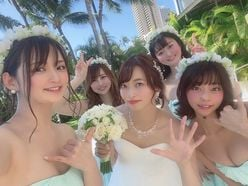 倉持由香「グラドル自画撮り部が集結!」ハワイ挙式のハッピーショット