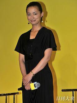 尾野真千子「夜の店でバイト」の過去をケロッと告白