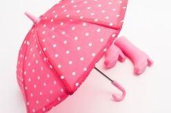 傘を手でクルクル巻くのはNG!?「傘の正しい扱い方」教えます!