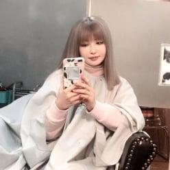 """平子理沙、""""人生初の髪色""""にイメチェン!「お人形みたい」「少女すぎる」"""