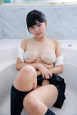 蒼山みこと「熊本からきた純朴少女」のムッチムチボディ【写真10枚】