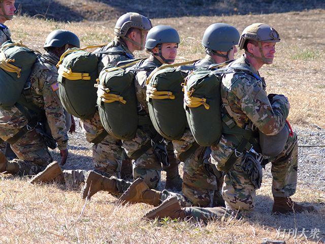 陸上自衛隊×グリーンベレー「厳戒の降下訓練」に密着の画像002
