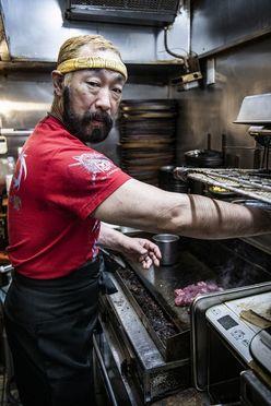 「誰もマネできない」超柔肉の秘密!ステーキ店『ミスターデンジャー』店主は元レスラー