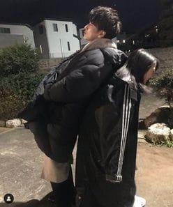 佐藤健&上白石萌音、密着2ショットに「身長差が…」「これはやばい」