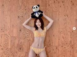 """SKE48・須田亜香里、水着姿で意外性のある""""美腹筋とくびれ""""を強調!"""