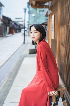 深川麻衣主演映画『おもいで写眞』公式本グラビアのアザーカットを公開!【画像5枚】