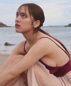 都丸紗也華「ハミ出た横乳にドキリ!」最新写真集のカットを公開