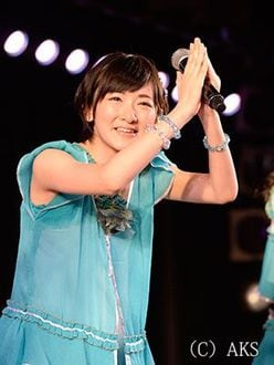 「乃木坂46」の生駒里奈が「AKB48」のメンバーとして劇場公演デビュー!