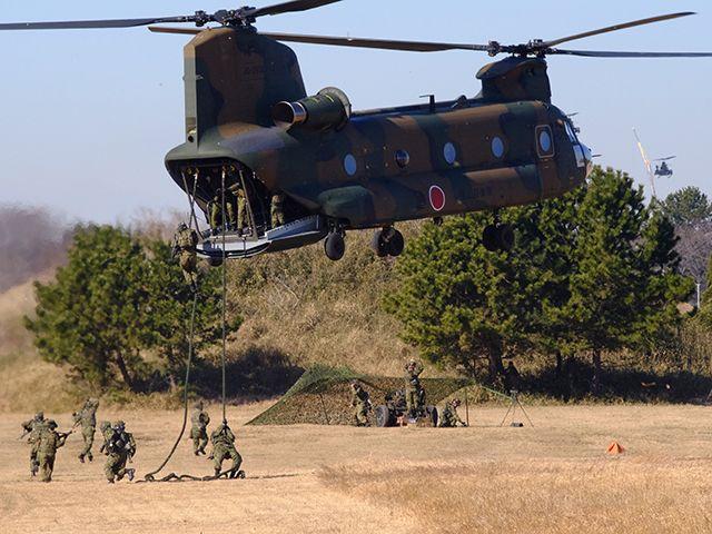 陸上自衛隊×グリーンベレー「厳戒の降下訓練」に密着の画像009