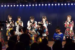 AKB48劇場を、修学旅行の小6生が訪れてメンバーと交流