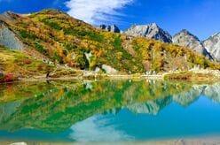 1時間半のライトトレッキング!  紅葉と白馬三山を湖面に映す「八方池」の絶景へ!