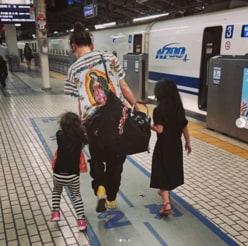 """西山茉希、離婚報道直前の""""子どもの手を引く後ろ姿""""に反響"""