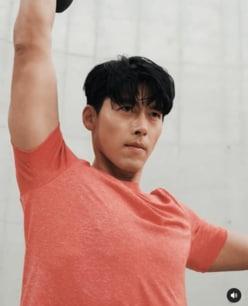Netflix『愛の不時着』ヒョンビン、交際順調な恋人・ソン・イェジンとの「共演事情」〈夏休みクイズ〉