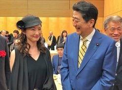 安倍晋三首相、常盤貴子を前にデレデレ「鼻の下が伸びすぎ」との指摘も