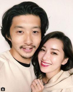 モデル仁香、16歳下のイケメン男性と再婚