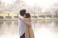 伊藤健太郎、有村架純をギュッと抱きしめ……