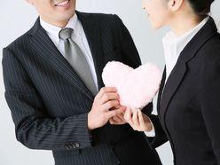 社内恋愛はリスクを覚悟で!? 上司や同僚を落とすテクニック