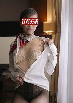 元JALスッチー、「40歳の完熟ヘアヌード」をスクープ公開!