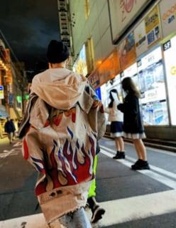 倖田來未、秋葉原でお忍びショッピングを楽しむ姿が「煉獄さん風」だと話題に