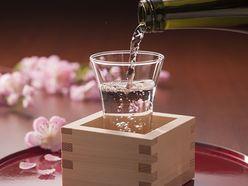 """美女の前で""""チョレイ""""! 日本酒で出会いも…「男の新しい趣味&大人の遊び」"""