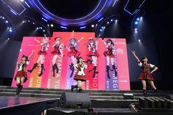 AKB48ほか、海外の姉妹グループが集結し『恋するフォーチュンクッキー』を熱唱!【写真23枚】