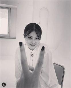 """今田美桜の""""笑顔ショット""""に、永野芽郁も「モノクロで伝わる可愛さ」と絶賛"""