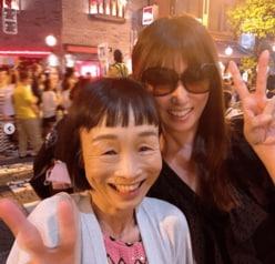 深田恭子、サングラス変装で共演者とお忍び夏祭り
