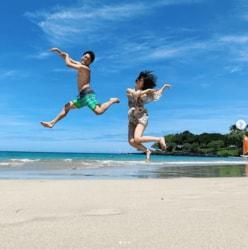 おばたのお兄さん&山崎夕貴アナ、ハワイショットに「えぐい」「合成?」