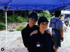 大島優子&川口春奈、短髪の制服密着ショットに反響「心臓に悪い」