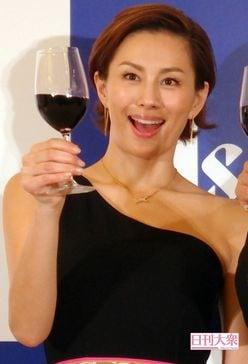 米倉涼子、セクシードレスで乾杯! 酒の席での豪快エピソード明かす