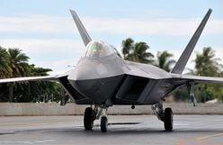 ザクVSステルス機F-22ラプター、もし戦ったら勝つのはどっち?