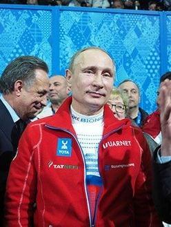 日刊大衆独占入手!キスしても目はぜんぜん笑ってない!? プーチン大統領「一般女性にマッチョKISS」