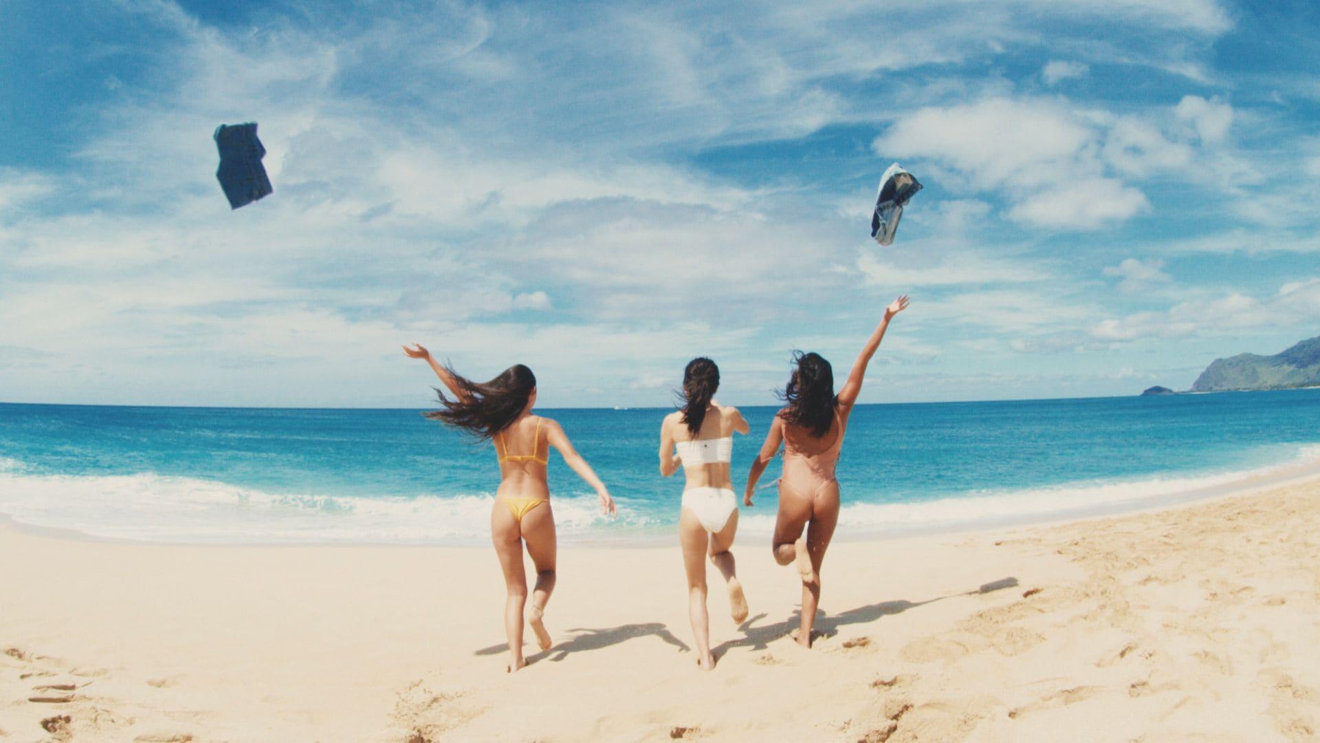 AAA宇野実彩子、白い水着姿でハワイのビーチで大はしゃぎ【画像あり】の画像005