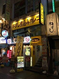 雀士アイドル「役満ボディ」の岡田紗佳はHot Spoonの牛すじカレーに夢中!?