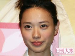 戸田恵梨香&ムロツヨシのお忍びデート、一般客が直球質問「つきあってるんですか?」