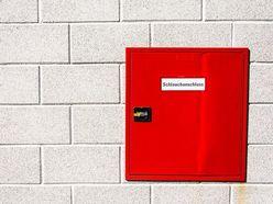 【恐怖動画】消火栓扉が「音を立て勝手に動く怪奇現象」ブラジルで話題に