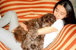Koki,、ソファーに寝そべりイチャイチャ「メロメロです」