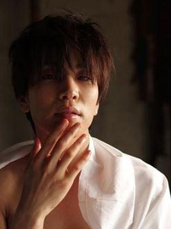岩田剛典、長~い指がたまらん! あふれる色気に「ヤバイ」「泣いた」とファン大興奮