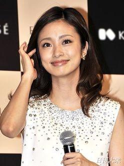 上戸彩「不倫は人ごとじゃない」意味深なコメント