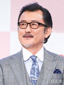 吉田鋼太郎、22歳年下の新婚妻の両親を激怒させていた!