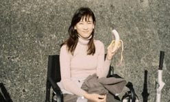 """水川あさみ、""""バナナを食らう姿""""に衝撃「きれいなゴリラさん」ハリセン春菜も反応"""
