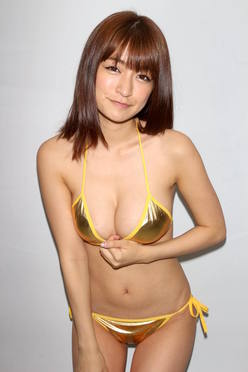 ☆HOSHINO「色気がダダ漏れ」衝撃的セクシーさで攻める!【写真25枚】
