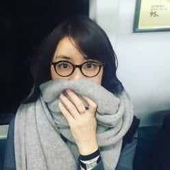 """石田ゆり子&板谷由夏の""""電車移動姿""""に、ファンほっこり「親近感湧く!」"""